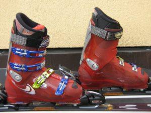 1280px-ski_boots_alpin_large